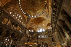 Impressionante mosquée de Sainte Sophie. Est-ce que cela ressemble à Saint Pierre?